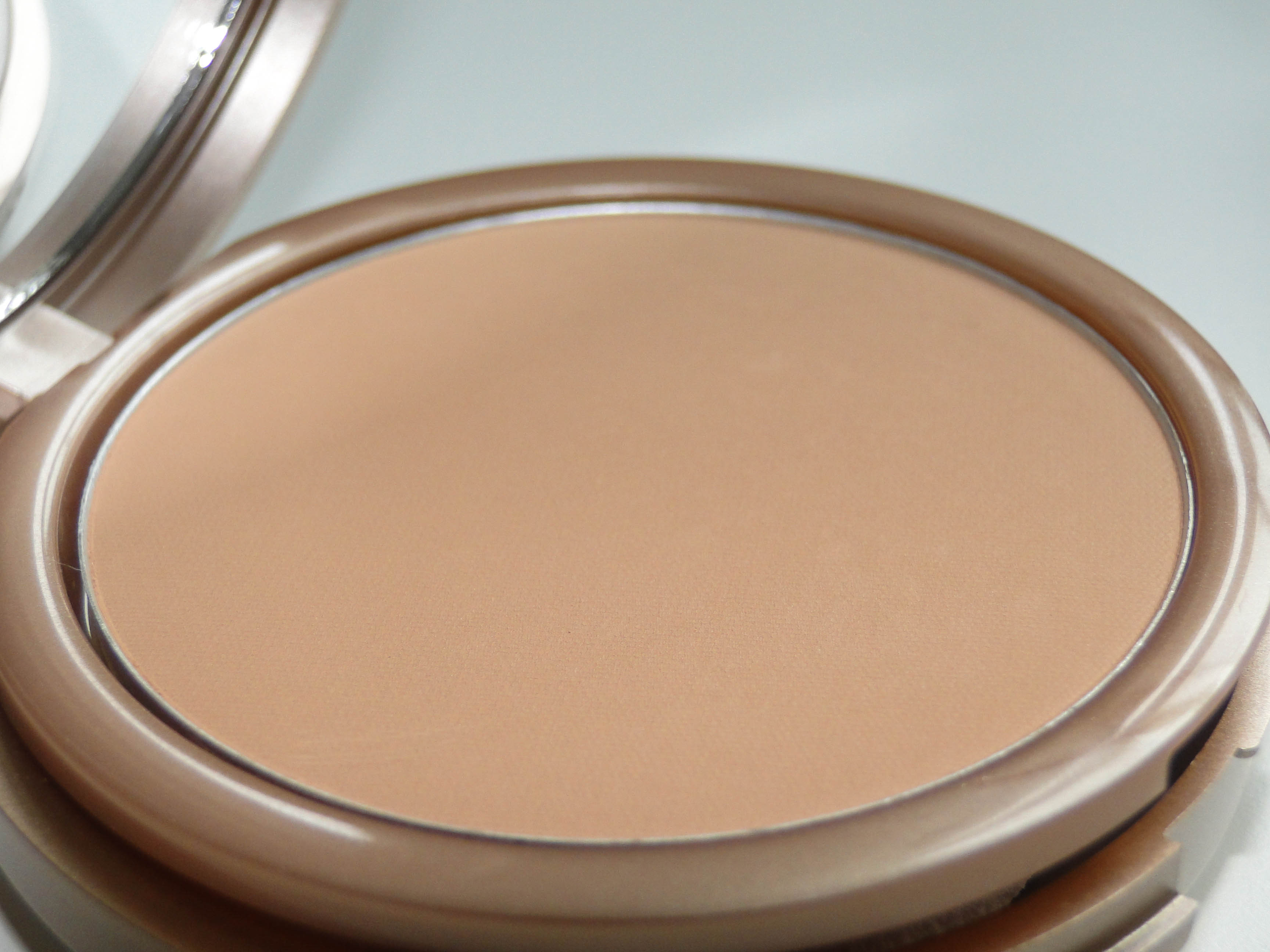 Kiko Life in Rio Sunproof Powder Foundation 2