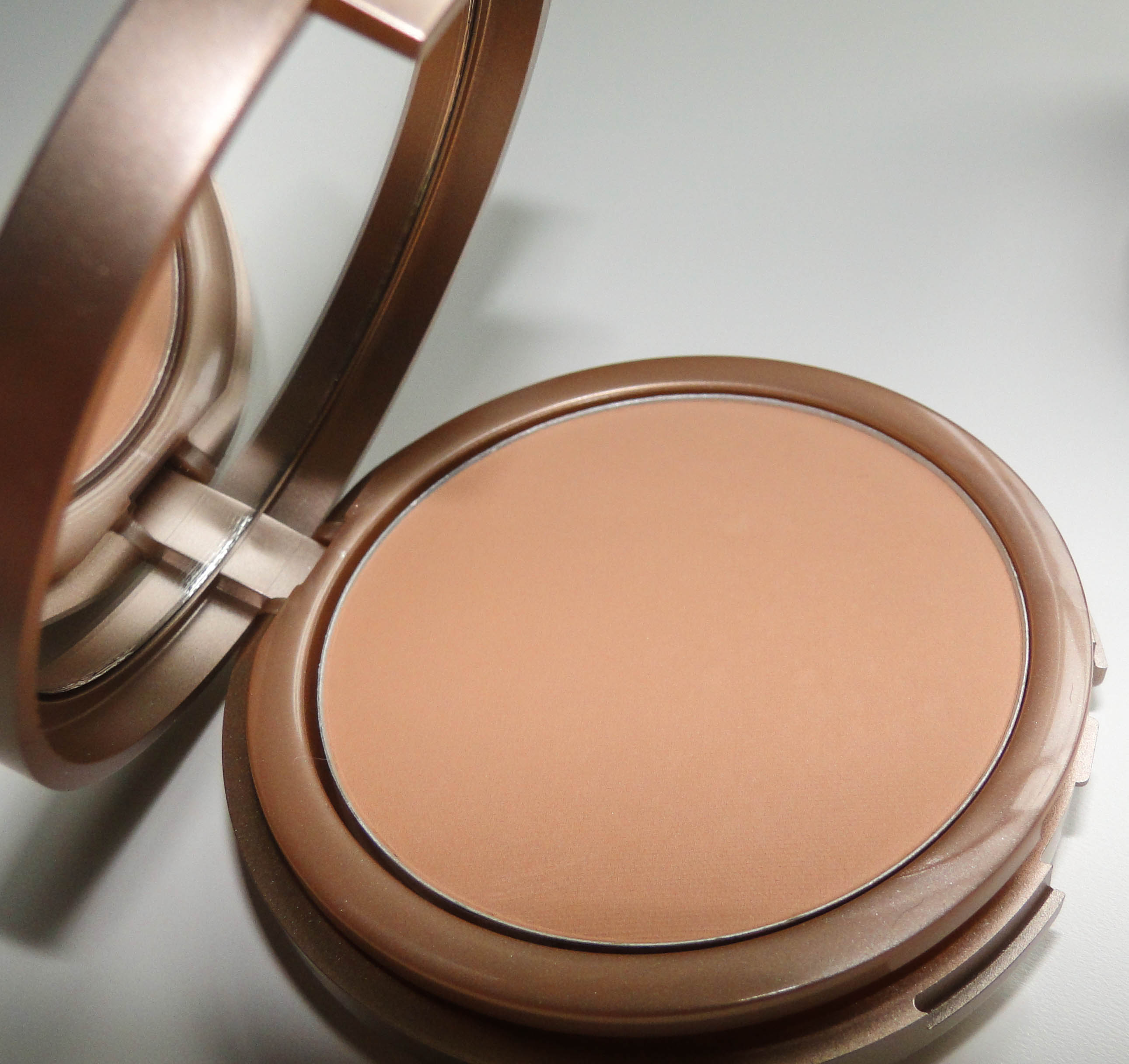 Kiko Life in Rio Sunproof Powder Foundation 3