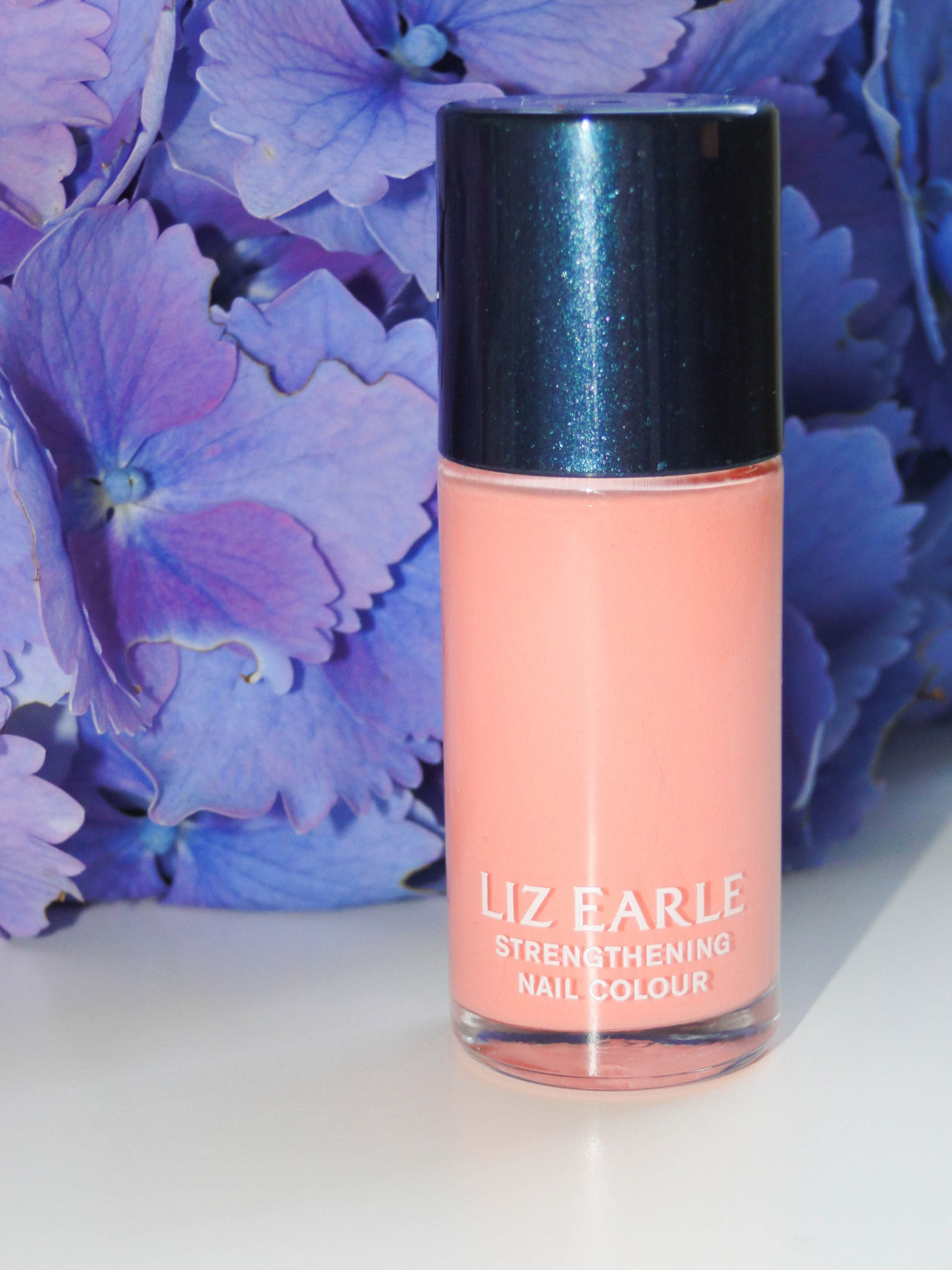 Liz Earle Strengthening Nail Colour in Awakening