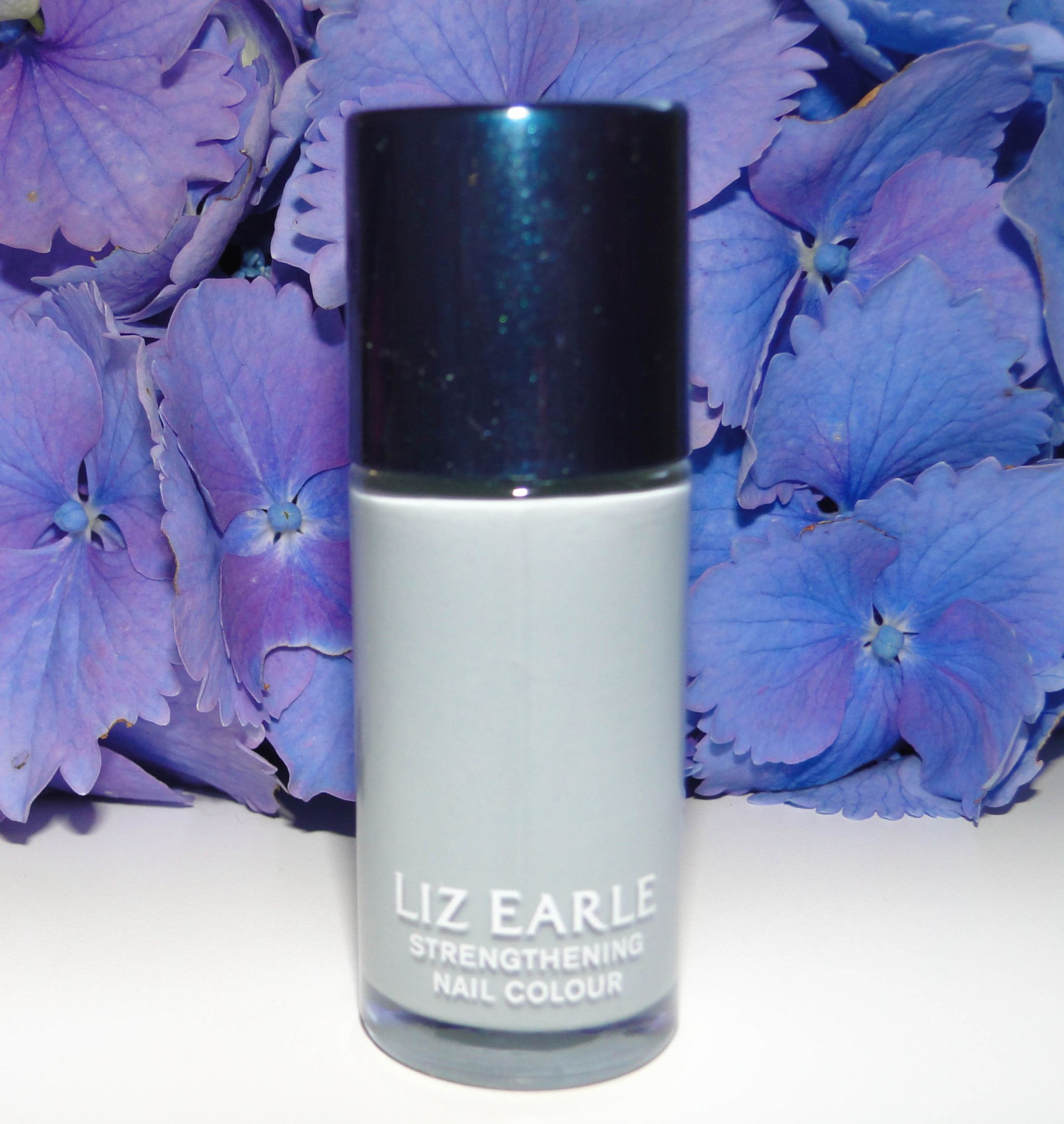 Liz Earle Strengthening Nail Colour - Moonlight-3