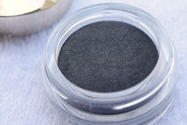Clarins Ombre Matte Cream-to-Powder Matte Eyeshadow 07 Carbon 4