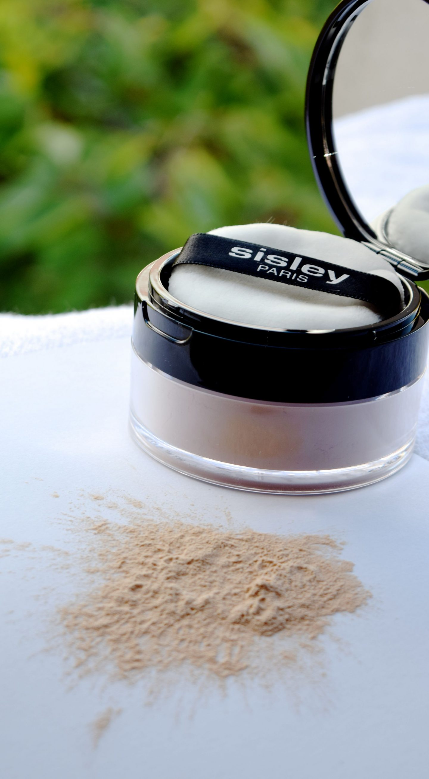 Sisley Phyto-Poudre Libre loose face powder swatch